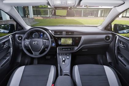 Toyota Auris Hybrid Schrägheck E18 Innenansicht statisch Vordersitze und Armaturenbrett