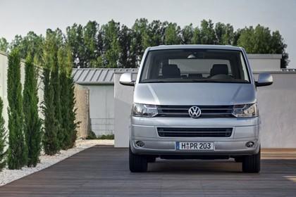 VW T5 Multivan Aussenansicht Front statisch silber