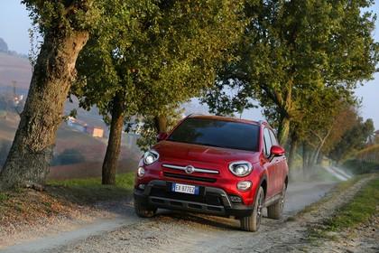 Fiat 500X Aussenansicht Front schräg dynamisch rot