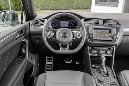 VW Tiguan 2 Innenansicht Fahrerposition statisch grau