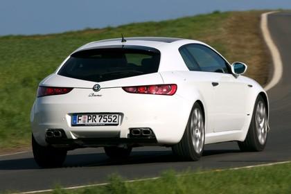 Alfa Romeo Brera 939 Aussenansicht Heck schräg dynamisch weiss