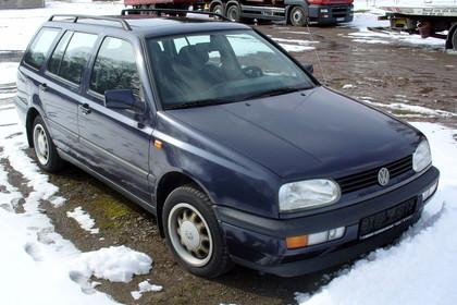 VW Golf 3 Variant 1H Aussenansicht Front schräg statisch blau