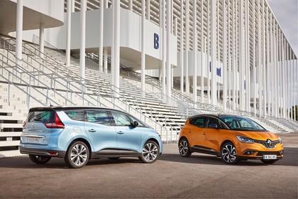 Renault Grand Scenic RFA Aussenansicht Heck Front schräg statisch blau orange