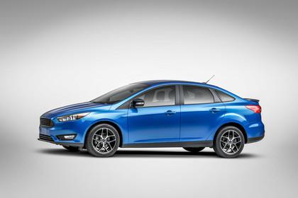 Ford Focus MK3 Stufenheck Aussenansicht Seite Studio statisch blau