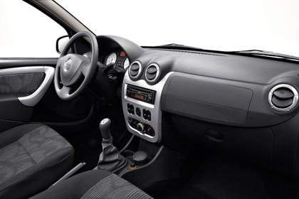 Dacia Logan Limousine Innenansicht Beifahrerposition Studio statisch schwarz
