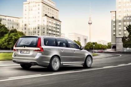 Volvo V70 Aussenansicht Heck schräg dynamisch silber