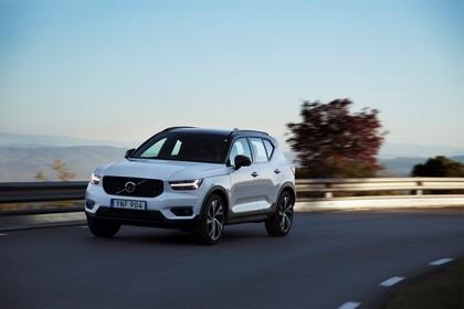 Volvo XC40 Aussenansicht Front schräg dynamisch weiss