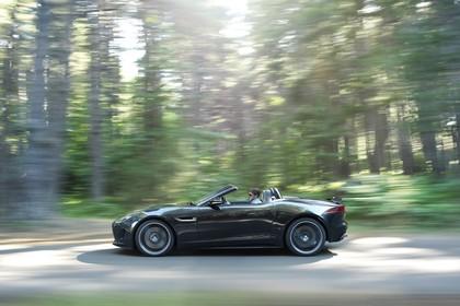 Jaguar F-Type V8 S Cabriolet QQ6 Aussenansicht Seite dynamisch schwarz