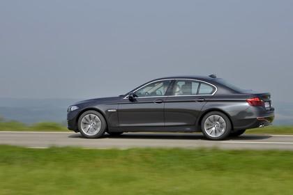 BMW 5er Limousine F10 Aussenansicht Seite dynamisch grau