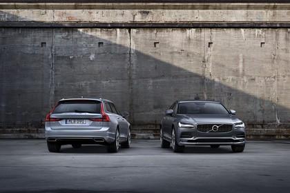Volvo V90 P Aussenansicht Heck Front schräg statisch silber grau