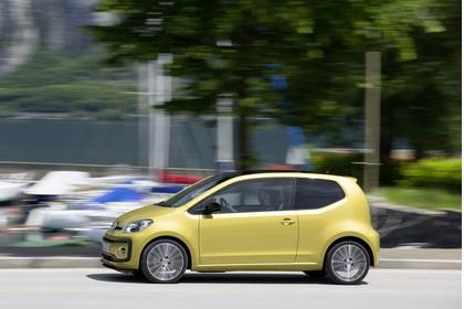 VW UP! Aussenansicht Seite dynamisch gold