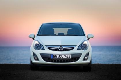 Opel Corsa D 3Türer Aussenansicht Front statisch hellgrün