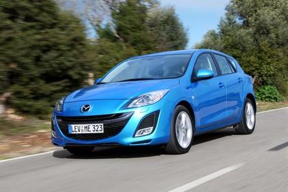 Mazda 3 Fünftürer BL Aussenansicht Front schräg dynamisch blau