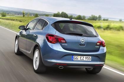 Opel Astra J Aussenansicht Heck dynamisch blau