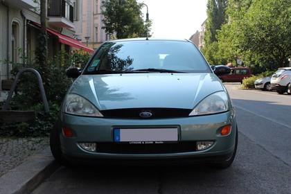 Ford Focus Mk1 Aussenansicht Front statisch blau
