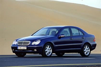 C-Klasse Limousine (W203) Aussenansicht Front schräg statisch blau