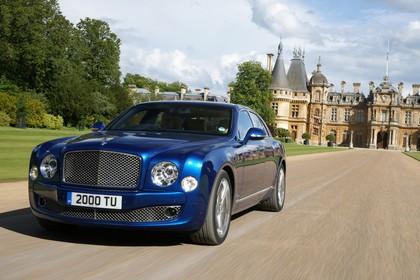 Bentley Mulsanne Aussenansicht Front schräg dynamisch blau