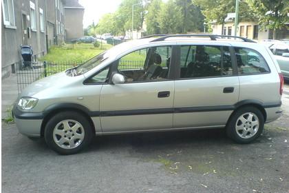 Opel Zafira A Aussenansicht Seite statisch silber