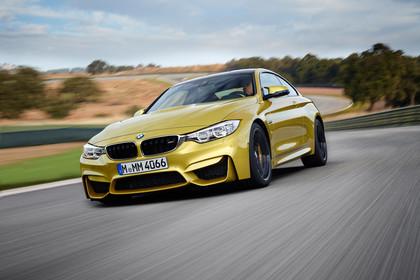BMW M4 Coupe F82 Aussenansicht Front schräg dynamisch gold