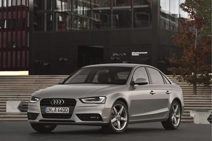 Audi A4 B8 Aussenansicht Front schräg statisch silber