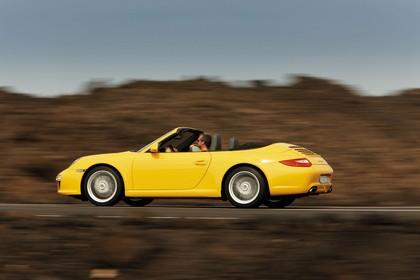 Porsche 911 Carrera Cabriolet 997.2 Aussenansicht Seite schräg dynamisch gelb