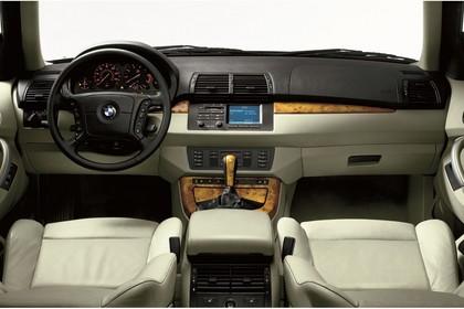 BMW X5 E53 Innenansicht statisch Studio Vordersitze und Armaturenbrett