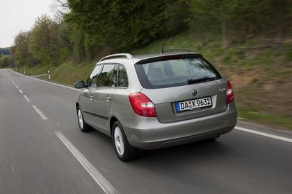 Skoda Fabia 5J Combi Facelift Aussenansicht Heck dynamisch hellbraun