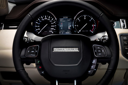 Range Rover Evoque L538 Innenansicht Fahrerposition statisch beige