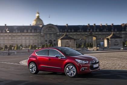 Citroën DS4 Aussenansicht Seite schräg dynamisch rot