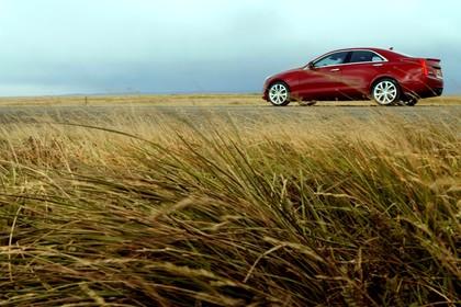 Cadillac ATS Limousine Aussenansicht Seite schräg statisch rot