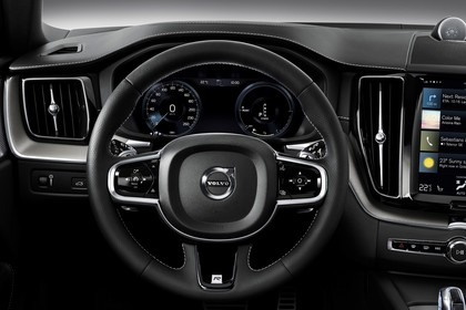 Volvo XC60 U Innenansicht statisch Studio Lenkrad und Tacho
