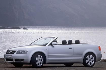 Audi A4 Cabrio B6 Aussenansicht Seite schräg statisch silber