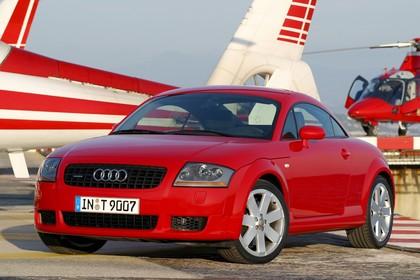 Audi TT 8N Aussenansicht Front schräg statisch rot