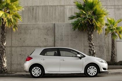 Toyota Auris Fünftürer E15 Aussenansicht Seite statisch silber