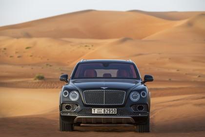 Bentley Bentayga Falconry by Mulliner Aussenansicht Front statisch grün