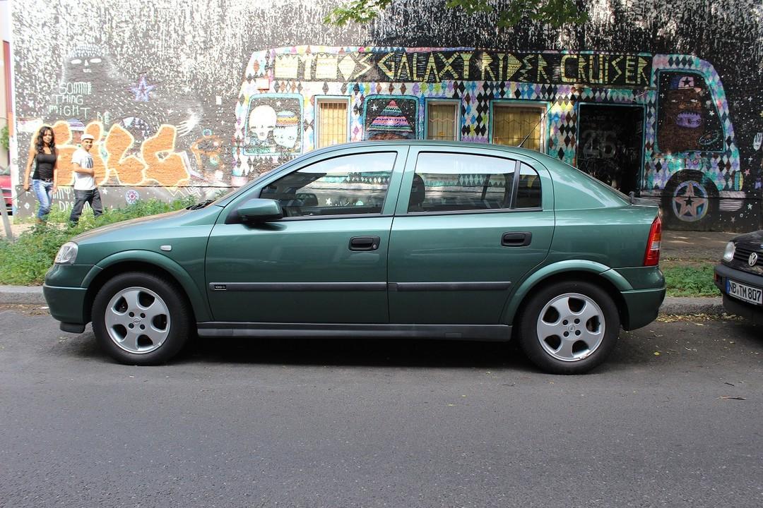 Opel Astra G Stufenheck Aussenansicht Seite Statisch Grün