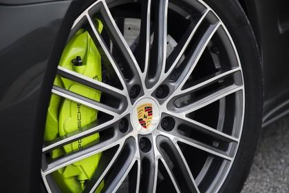 Porsche Panamera Turbo S E-Hybrid 971 Seite statisch Detail Felge vorne links