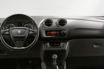 SEAT Ibiza SC 6P Innenansicht Armaturenbrett fahrerseitig