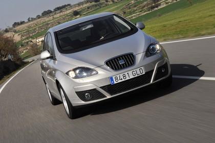 SEAT Altea 5P Facelift Aussenansicht Front schräg dynamisch silber