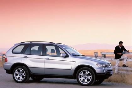 BMW X5 E53 Aussenansicht Seite schräg statisch silber
