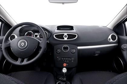 Renault Clio Grandtour R Innenansicht statisch Studio Vordersitze und Armaturenbrett