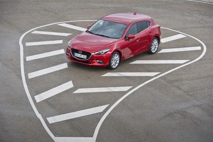 Mazda 3 BM Fünftürer Aussenansicht Front schräg erhöht statisch rot