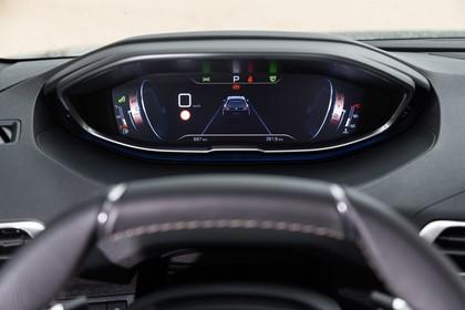 Peugeot 5008 SUV Innenansicht statisch Detail Armaturenbrett