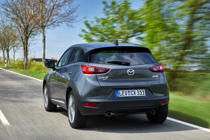 Mazda CX-3 DJ1 Aussenansicht Heck schräg dynamisch grau