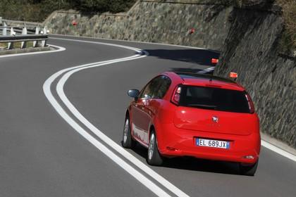 Fiat Punto Evo 199 Aussenansicht Heck schräg dynamisch rot