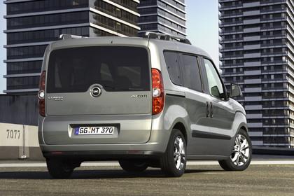 Opel Combo Tour Aussenansicht Heck schräg statisch hellbraun