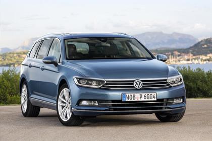 VW Passat B8 Variant Aussenansicht Front schräg statisch blau