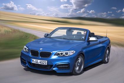 BMW 2er Cabrio F23 Aussenansicht Frontschräg dynamisch blau