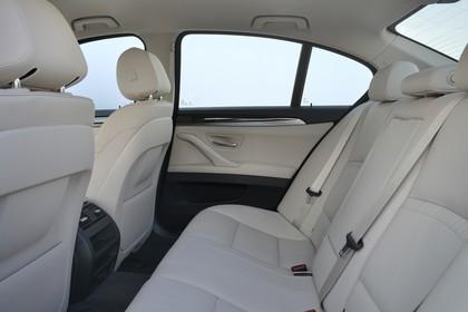 BMW 5er Limousine F10 Innenansicht Rücksitzbank Studio statisch beige