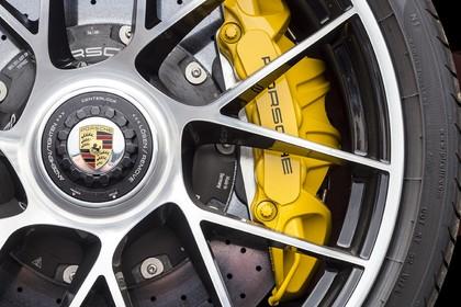 Porsche 911 Turbo S 991.2 Aussenansicht statisch Detail Felge mit Bremsanlage